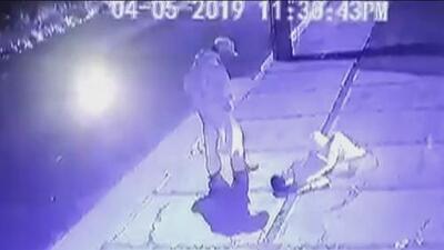 Niño muere fulminado por una bala perdida cuando estacionaba vehículos junto a su abuelo
