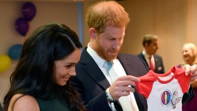 El príncipe Harry muestra interés en recibir consejos sobre cómo criar a dos hijos