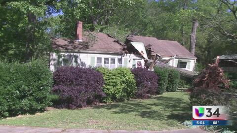 Una persona lesionada al caer árbol sobre casa del área de Atlanta