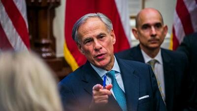 El escándalo por la injustificada purga de votantes hispanos en Texas alcanza la oficina del gobernador