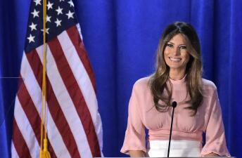 'Lady in pink': La blusa rosa de Melania Trump, en Filadelfia, confirma su devoción por este color