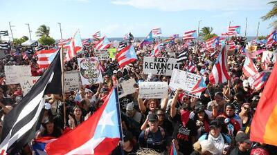 """""""Nos ha insultado como pueblo"""": Miles de puertorriqueños piden la dimisión de Ricardo Rosselló"""