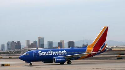 Escuche el audio en el que la piloto del vuelo 1380 de Southwest informa el daño del motor