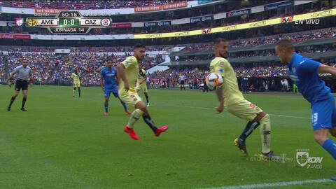 ¡Intervino el VAR! Cruz Azul pidió penalti por una supuesta mano de Aguilera en el área