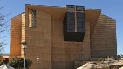 Arquidiócesis de Los Ángeles acuerda compensación de ocho millones de dólares a una joven que fue abusada sexualmente