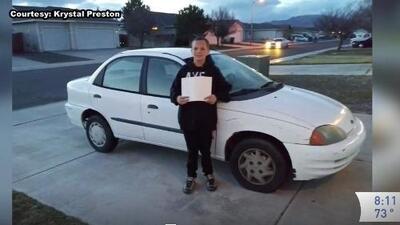 Joven de 13 años le regaló un carro a su mamá