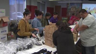 Donan más de 800 piezas de ropa a los ancianos más necesitados en Los Ángeles