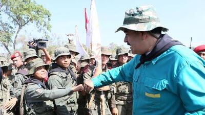 """Maduro dice que las fuerzas armadas deben estar """"más unida que nunca"""" tras breve alzamiento militar"""