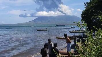 Erupción de un volcán en Indonesia obligó a evacuar a más de 2,000 personas