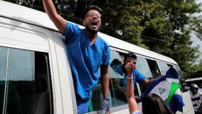 """""""Vi su rostro de felicidad y empecé a llorar"""": hija de una presa política liberada en Nicaragua"""