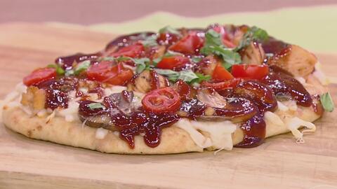 Cocina esta 'Pizza de BBQ' para cuatro personas por tan solo 20 dólares