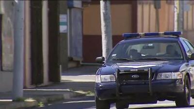 Presentan cargos contra sujetos que atacaron a policía por un four track