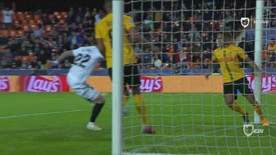 Mina, tras gran jugada de Rodrigo y Soler, pone en ventaja al Valencia