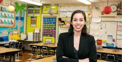Kelly Gonez es la joven madre electa para presidir la Junta Escolar de Los Ángeles