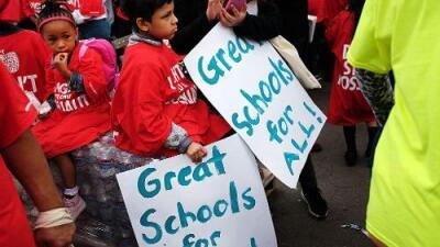 Ninguna escuela de EEUU puede rechazar a un estudiante por ser indocumentado: Conoce los derechos de los estudiantes