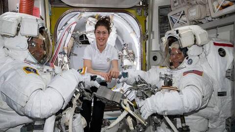 La NASA cancela el primer paseo espacial completamente formado por mujeres por falta de trajes espaciales