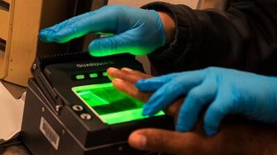 Aplazan dos semanas toma de huellas digitales a quienes pidan extender una visa o un cambio de estatus