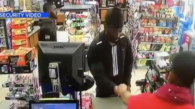 Arrestan a hombre acusado de matar a una hispana con un scooter en Long Beach