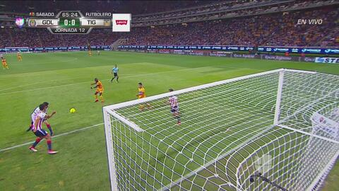 Enner Valencia reventó el travesaño con este gran disparo