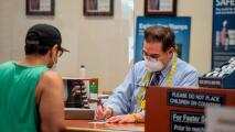 Coronavirus: Opiniones divididas e incertidumbre por recomendación de los CDC sobre el uso de mascarillas