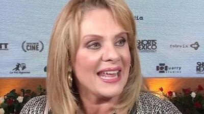 """Con un """"viva el amor"""", Erika Buenfil dice si le sorprende que Yolanda Andrade se hubiera casado con Verónica Castro"""