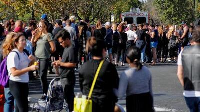 Sentimientos encontrados entre sobrevivientes y residentes de Thousand Oaks tras el tiroteo