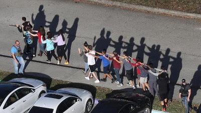 'Miami en un Minuto': Al menos 17 personas mueren en el tiroteo en una escuela de Florida
