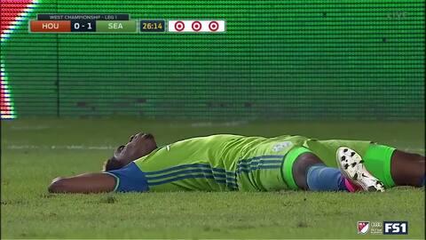 Houston Dynamo se queda con 10, tras expulsión del defensa Jalil Anibaba