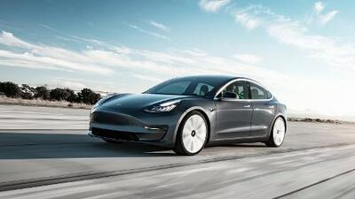 Tesla Model 3 se convierte en el sedán de marca estadounidense más vendido en EEUU