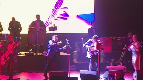El Teatro Rosemont se convierte en una pista de baile con la presentación del grupo mexicano 'Los Ángeles Azules'