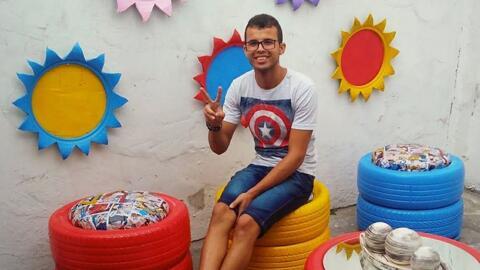 Conoce al joven brasileño que transforma las llantas viejas en camas para mascotas