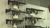 """""""El 90% de clientes son nuevos y buscan protección"""": comerciante de armas de fuego sobre medias de Biden"""