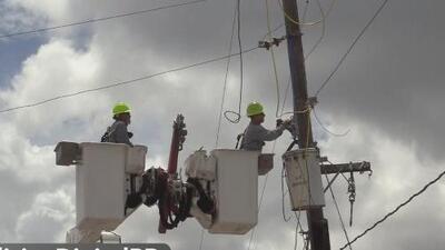 Vecinos de Barceloneta reciben respuesta a sus reclamos por falta de luz