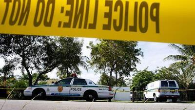Detienen a atracador que retuvo a once personas en un banco de Florida