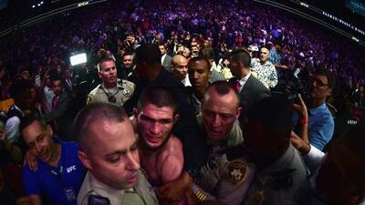 ¡Batalla campal! Nurmagomedov derrotó a McGregor, enloqueció y armó trifulca en la tribuna