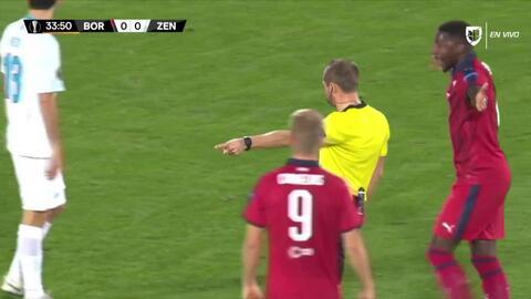 Tarjeta amarilla. El árbitro amonesta a Andrey Lunev de Zenit St Petersburg