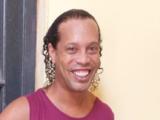 Reos en Paraguay se disputan a Ronaldinho para torneo interno