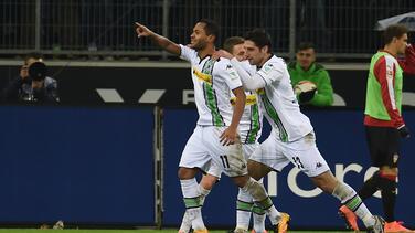 El Gladbach golea 3-0 al Eintracht Frankfurt y vuelve a zona de Champions
