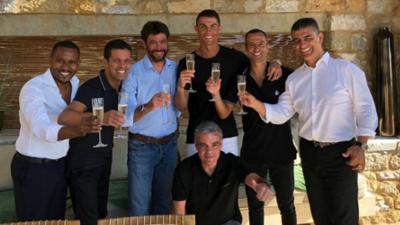 Cristiano Ronaldo brinda con Andrea Agnelli por su fichaje con la Juventus