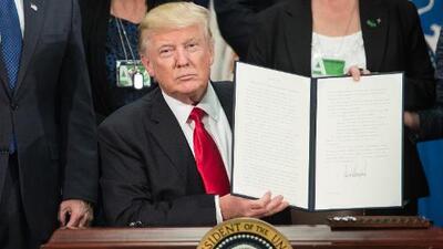 A golpe de acciones ejecutivas y memos, Donald Trump arma su propia reforma migratoria