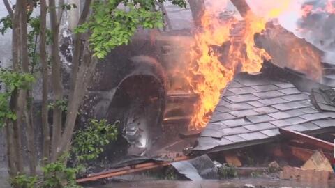 En video: así explotó una vivienda después de que fue impactada por una camioneta en Texas