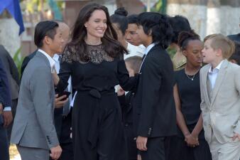 Angelina Jolie reaparece con sus hijos en Camboya