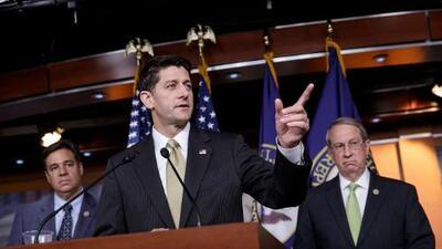 A puertas cerradas, republicanos estudian plan para volver a introducir una reforma migratoria en el Congreso