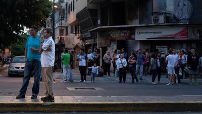 Carros apagados moviéndose y vidrios a punto de romperse: los videos del fuerte sismo en Venezuela