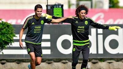 Diego Reyes felicita a Ochoa por ¿su llegada al Napoli?