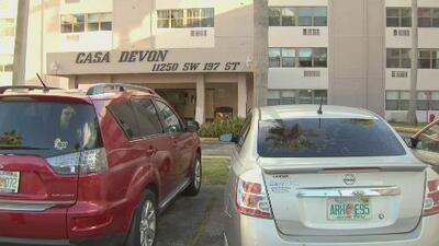 Residentes de un complejo de apartamentos en Miami-Dade denuncian constantes robos en su vecindario