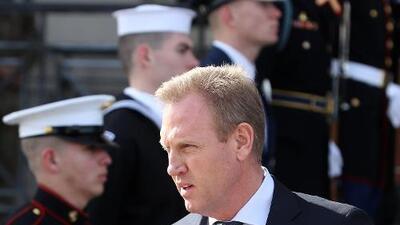 Secretario de Defensa interino dice que recortará fondos en programas militares para financiar el muro