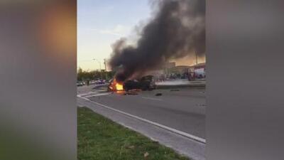 Aparatoso accidente en Hialeah cobra la vida de una persona y deja un vehículo prendido en llamas