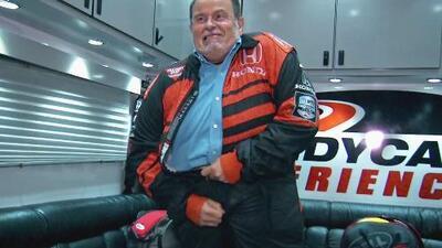 Raúl de Molina logró que el traje de piloto le entrara en su visita al IndyCar Series de Toronto (aunque…)