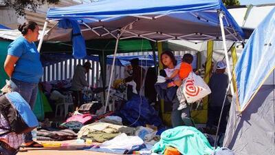 Cinco días bajo carpas: más del 50% de la caravana migrante logra entrar a EEUU para pedir asilo